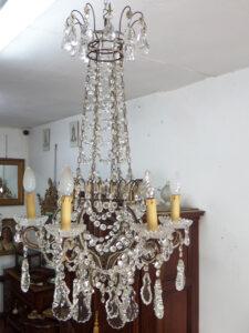 antico lampadario a 6 luci