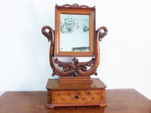 Specchio antico da appoggio con portagioie